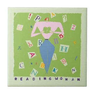 Teja de la mujer de la lectura