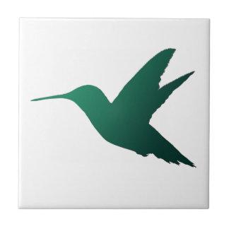 Teja de la silueta del colibrí