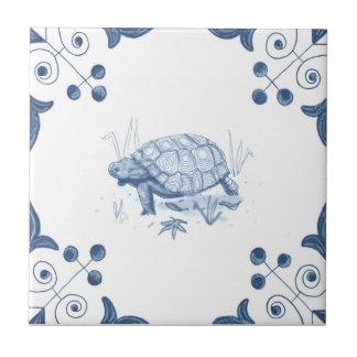 Teja de la tortuga de Delft con las esquinas de la
