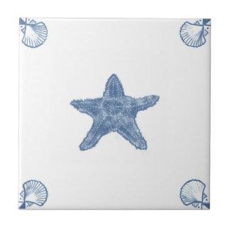 Teja de las estrellas de mar de Delft con las esqu