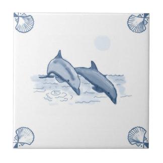 Teja de los delfínes de Delft con las esquinas de