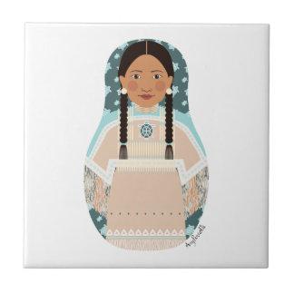 Teja de Matryoshka de la mujer del nativo american
