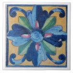 Teja española del diseño floral