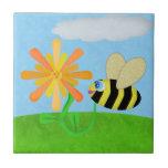 Teja feliz de la abeja