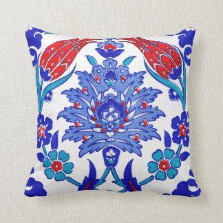 Teja floral turca antigua del rojo de azules cojín