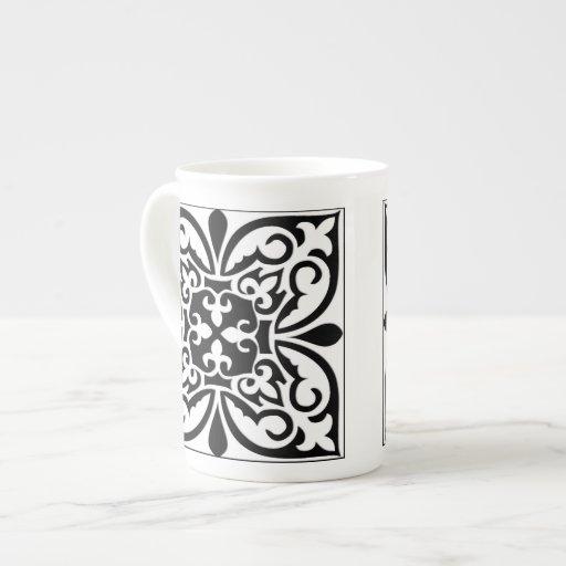 Teja marroquí - blanco con el fondo negro tazas de porcelana