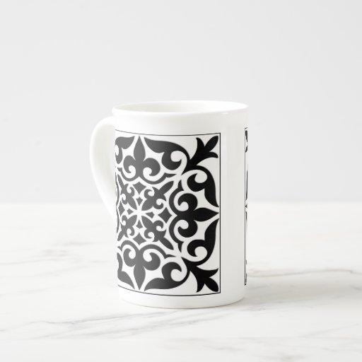 Teja marroquí - blanco con el fondo negro taza de porcelana