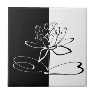 Teja negra del flor de Yin Yang Lotus blanco