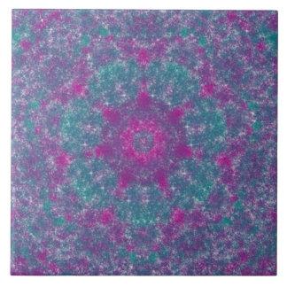 Teja púrpura, rosada, y azul de los fractales del