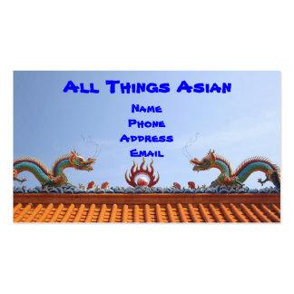 Tejado adornado del templo con los dragones tarjetas de negocios