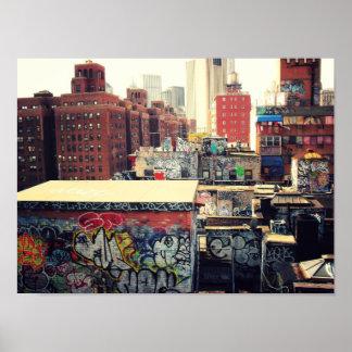 Tejados de New York City cubiertos en la pintada Poster