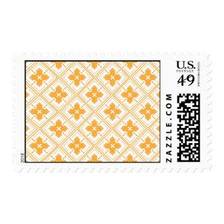 Tejas cuadradas anaranjadas con las flores dentro sello