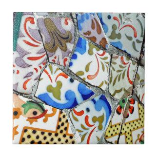 Tejas de mosaico de Guell del parque de Gaudi