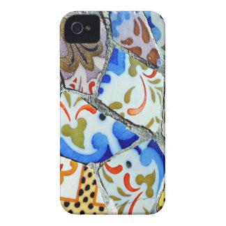 Tejas de mosaico de Guell del parque de Gaudi iPhone 4 Case-Mate Fundas