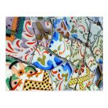 Tejas de mosaico de Guell del parque de Gaudi Tarjeta Postal