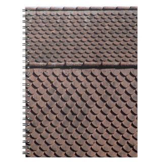 Tejas de tejado de un tejado medieval en Alemania Libreta
