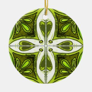 Tejas del corazón inspiradas por el verde de adorno navideño redondo de cerámica