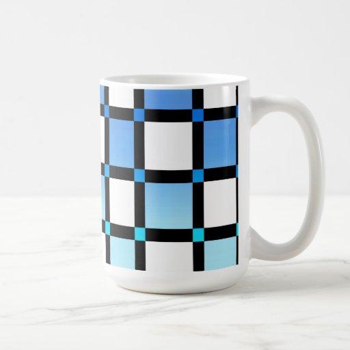 Tejas modernas de la casilla negra azul y tazas de café