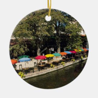 Tejas, Riverwalk, cenando en el borde del río Adorno Navideño Redondo De Cerámica