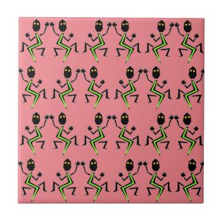 Tejas rosadas coralinas retras del modelo del