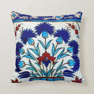 Tejas turcas abstractas florales antiguas del cojín
