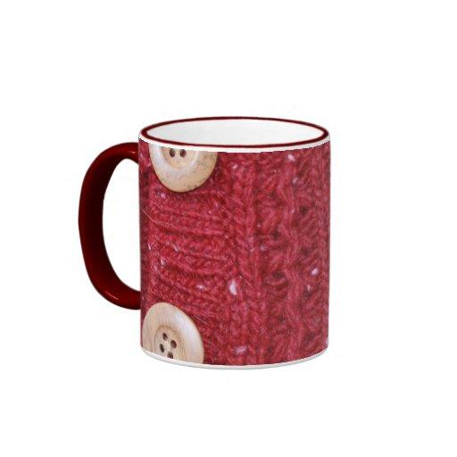 Tejido en cable rojo y dos botones tazas de café