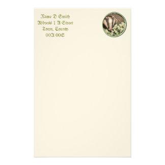 Tejón en el banco de la primavera papelería personalizada