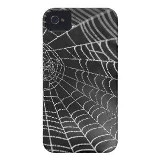 Tela de araña con las gotas del agua iPhone 4 Case-Mate fundas