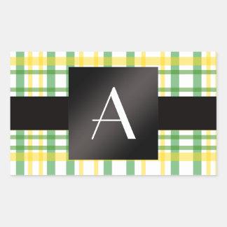Tela escocesa amarilla y verde del monograma pegatina rectangular