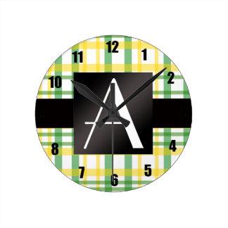 Tela escocesa amarilla y verde del monograma relojes