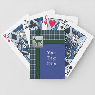Tela escocesa azul, verde, blanca con los naipes d cartas de juego