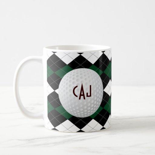 Tela escocesa con la pelota de golf, taza de café