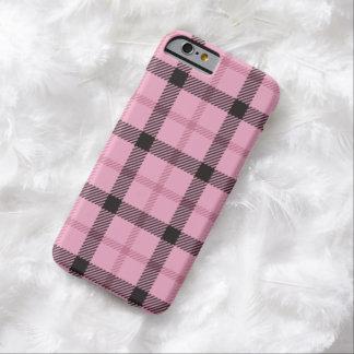 Tela escocesa de muy buen gusto negra rosada funda de iPhone 6 barely there
