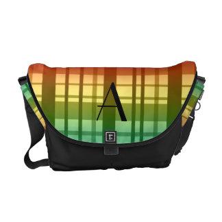 Tela escocesa del arco iris del monograma bolsas de mensajería