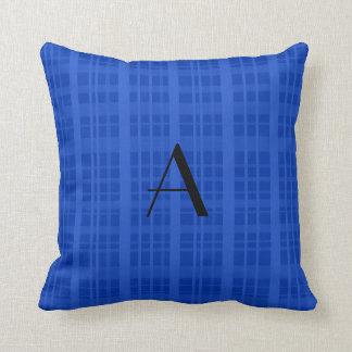 Tela escocesa del azul del monograma almohada