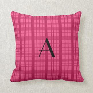Tela escocesa rosada del monograma almohada