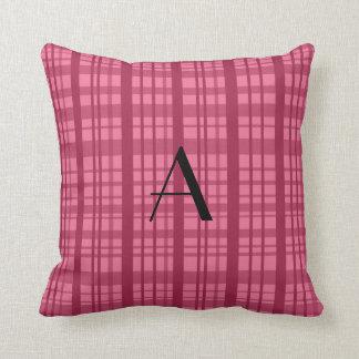 Tela escocesa rosada del monograma cojin