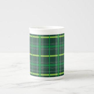 Tela escocesa verde oscuro del día de St Patrick Taza De Porcelana