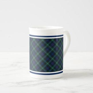 Tela escocesa verde oscuro y azul del tartán de la taza de porcelana