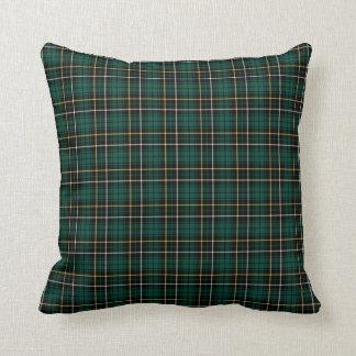 Tela escocesa verde oscuro y negra del escocés del cojín decorativo