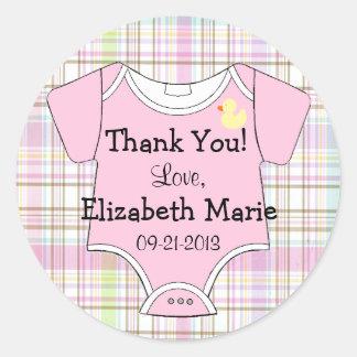 Tela escocesa y equipo rosados del bebé etiqueta redonda