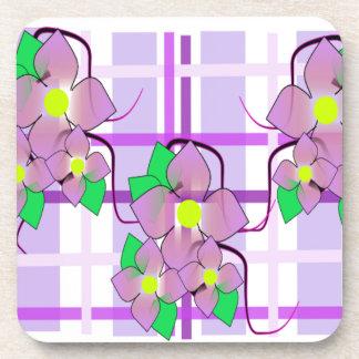 Tela escocesa y flores púrpuras posavasos de bebida