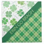 Tela escocesa y tréboles verdes servilletas