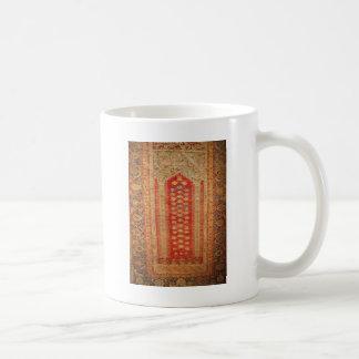 Tela islámica del adorno del vintage de la era her taza básica blanca