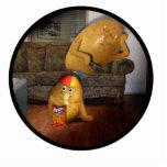 Teleadictos con el padre dormido en el sofá esculturas fotográficas