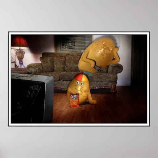Teleadictos con el padre dormido en el sofá posters
