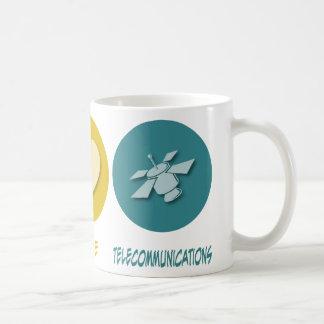 Telecomunicaciones del amor de la paz taza básica blanca