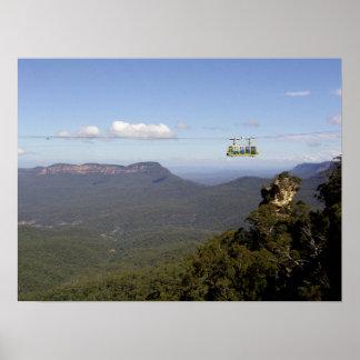 Teleférico en las montañas póster