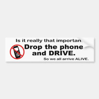 Teléfono celular y pegatina para el parachoques an pegatina para auto