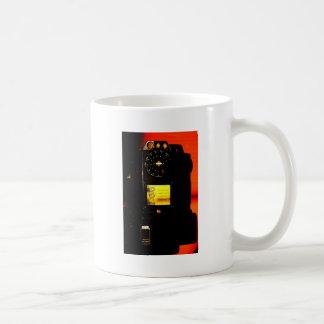 Teléfono público taza de café